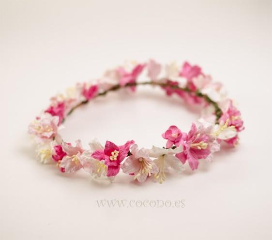 corona de flores rosas niñas